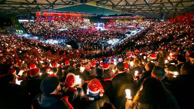 Фанаты «Униона» атмосферно встречают Рождество: зажигают свечи ипоют песни. Этой традиции 17 лет