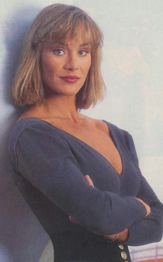 Героиня боевиков 90-ых Коринна Эверсон.