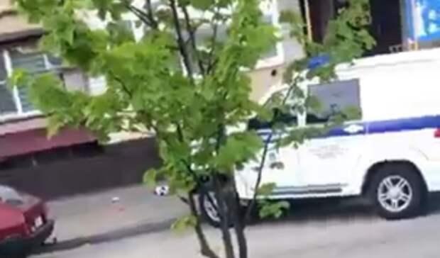 Оставленный без присмотра ребенок выбрасывал игрушки изокна дома вСтаврополе