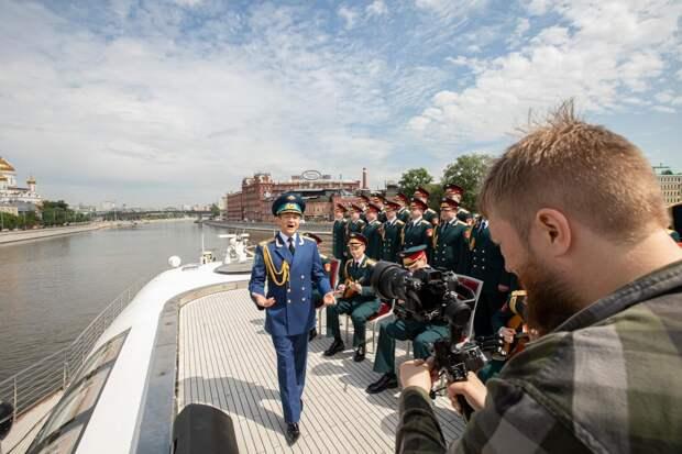 Фортепианное трио Bel Suono и Ансамбль имени Александрова выпустили самый масштабный видеоклип, снятый на Москве-реке