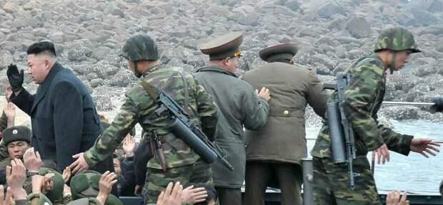 Охрана корейского Вождя. Источник: armamentresearch.com