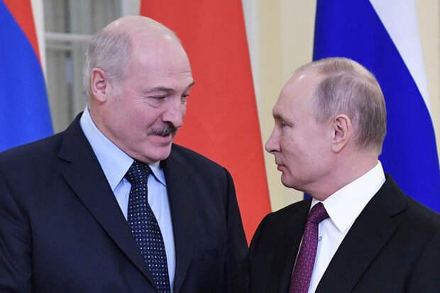 Лукашенко (на фото – слева) обратил внимание Путина на проблему протекционизма в ЕАЭС