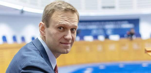 Навальный возвращается в Россию