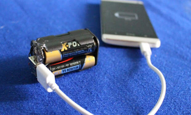 Как зарядить телефон от батарейки