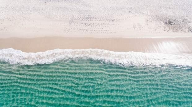 """""""Даже не вздумайте трогать"""": кадры с популярного пляжа вызвали ажиотаж в Сети"""