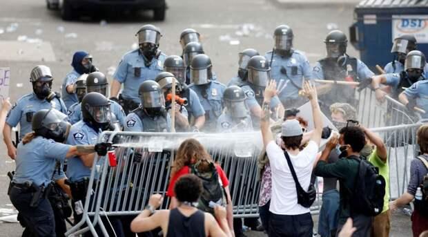 «Вам разгон с газом или без?»: российским оппозиционерам предложили принять участие в американских акциях протеста