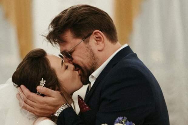 Молодая жена бросила звезду «Счастливы вместе» Виктора Логинова