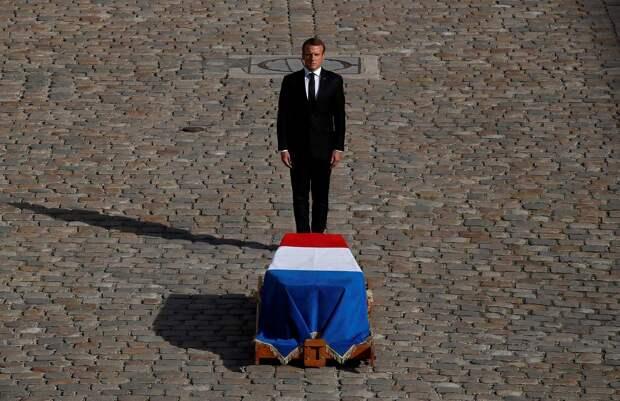 Макрон бросил останки французских солдат в Крыму в угоду санкциям