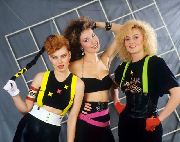 Как менялся с годами образ Лады Дэнс — эволюция стиля главного секс-символа 90-х
