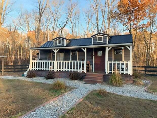 Родительский дом - самый дорогой и просторный из всех (9 000 долларов, 26 кв. м)