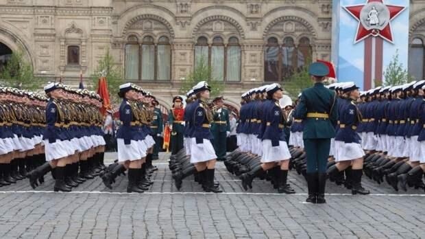 Женские расчеты армии России восхитили иностранцев на репетиции парада Победы