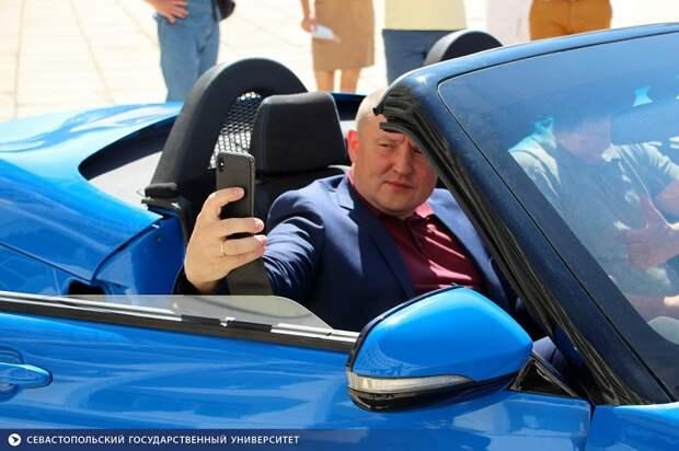 Иномарки для правительства Развожаева купят за счет увольнения чиновников