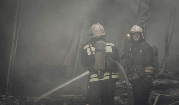 Двое свердловчан погибли при пожаре внерасселенном аварийном доме вВерхней Туре