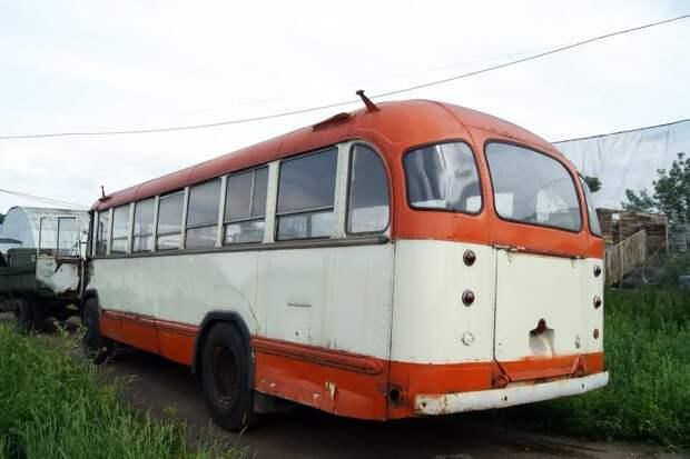 2011 год, Музей Индустриальной Культуры. Если присмотреться, то можно увидеть, что кузов 158-го обшит дюралюминиевыми листами, соединёнными со шпангоутами тысячами заклёпок ЗИЛ-158В, авто, автобус, зил, лиаз, олдтаймер, реставрация, рето автобус
