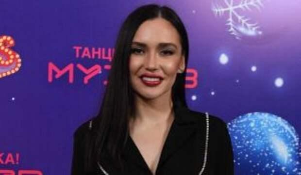 «Сидела на мне»: популярный певец откровенно о контакте с Серябкиной