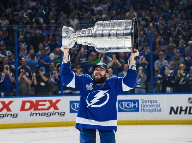 Знаменитый хоккеист с Кубком Стэнли приедет в ледовый дворец «Умка» на Левобережной