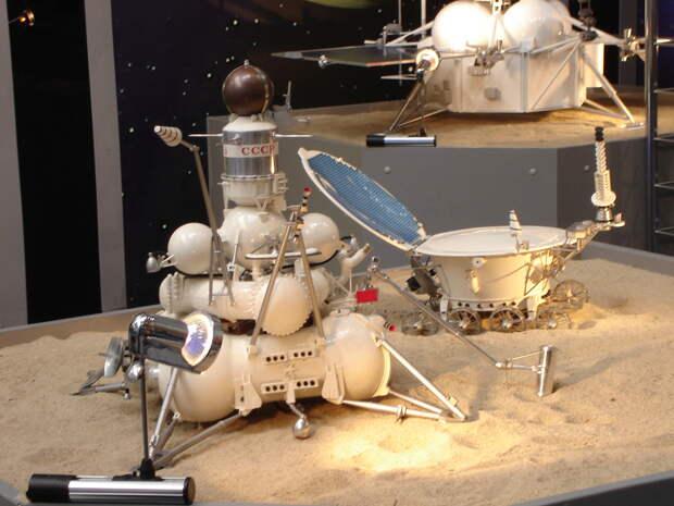 Luna sample return and Lunokhod lunar rover models.jpg