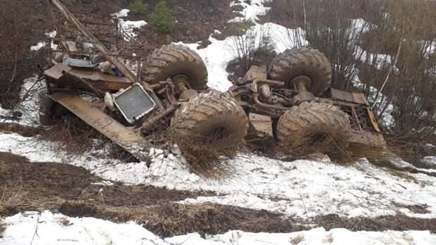 Житель Удмуртии и его пассажир погибли в перевернувшемся тракторе в Башкирии