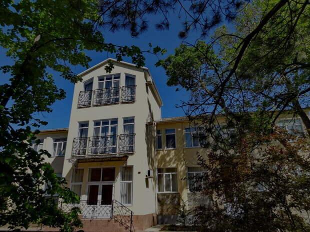 Минимущества Крыма отбирает у собственника отель в Евпатории