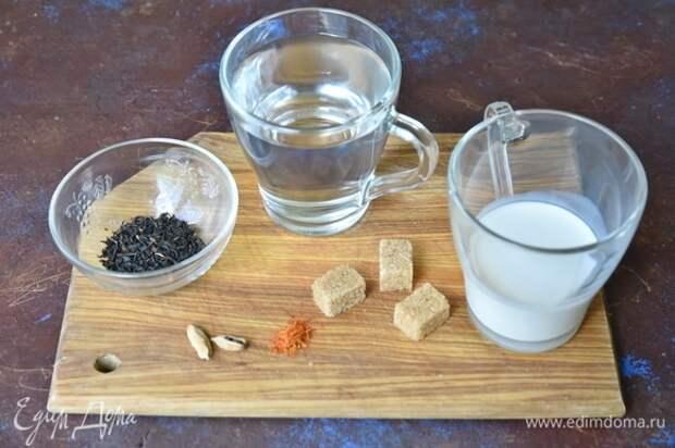 Для приготовления бедуинского чая подготовить набор продуктов. Чай должен быть без добавок, листовой или гранулированный. Вместо сахара можно использовать мед.