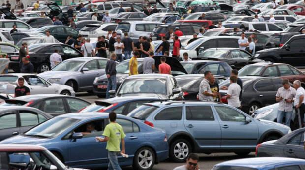Водители массово пересаживаются на старые автомобили: названа причина