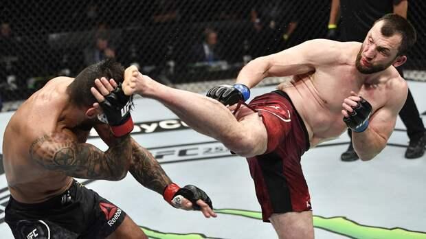 Салихов победил Триналдо на турнире UFC Vegas 28