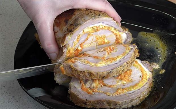 Трем на терке морковь и сыр, а потом используем смесь как маринад для мяса