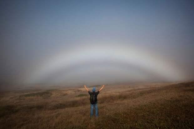 Бесцветная туманная радуга в Шотландии (6 фото)