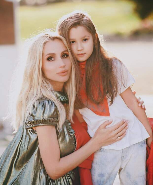 «Пусть ангелы хранят тебя» — Лобода показала трогательное фото и рассказала о рождении дочери