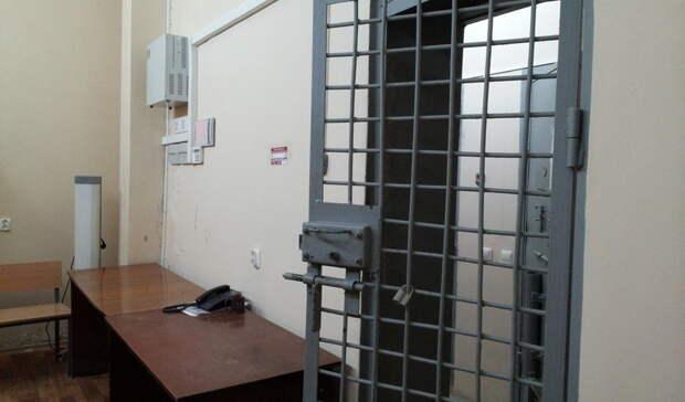 Двух тагильчан поймала полиция из-за кражи денег избанкомата ителефона вшколе