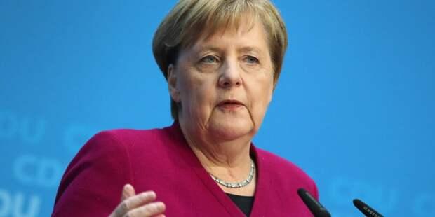 Киев обвинил Меркель в сдаче интересов Украины