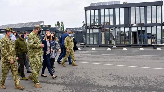 Премьер Эстонии ознакомилась с работой КПВВ в Донбассе