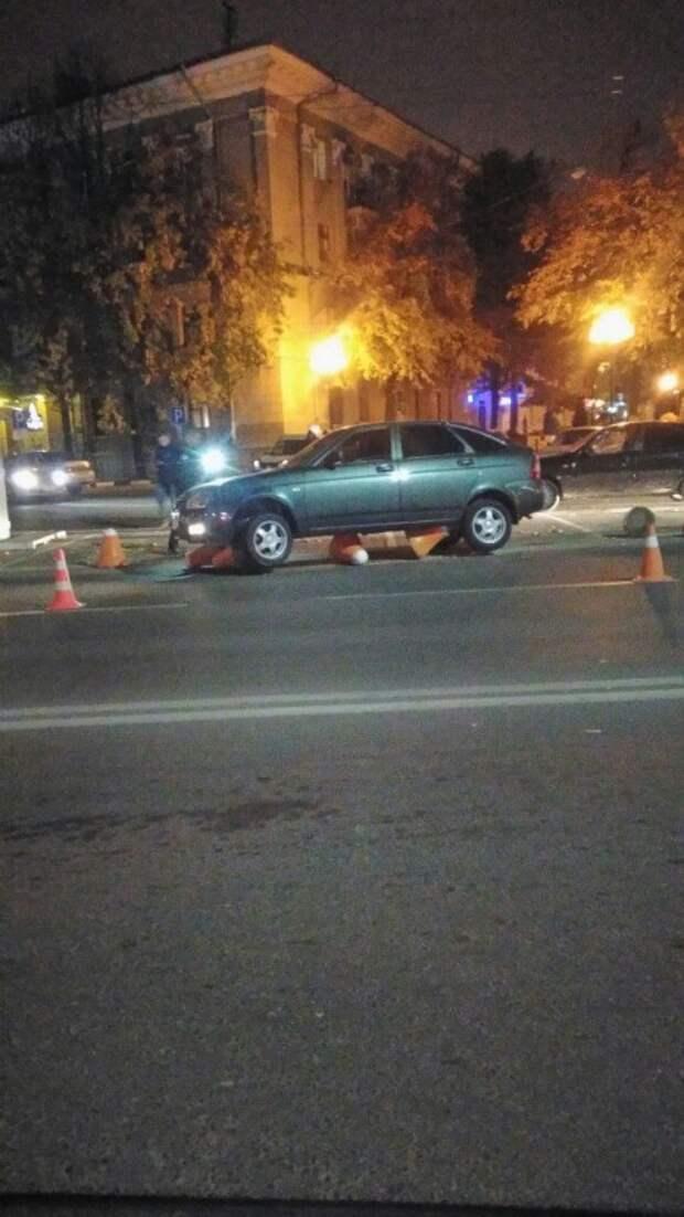 В Симферополе пьяный водитель сбил декоративные бетонные столбики (ФОТО)