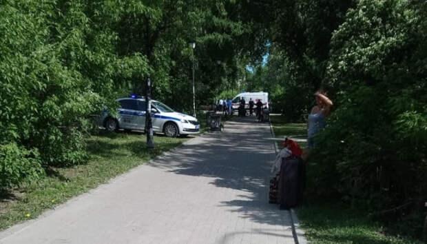 Мужчина с ножом напал на прохожих в Екатеринбурге