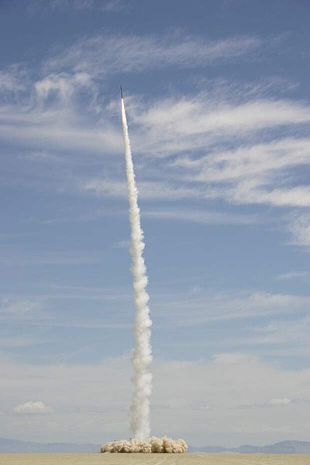 File:Kluft-photo-CSXT-2004-amateur-space-launch.jpg