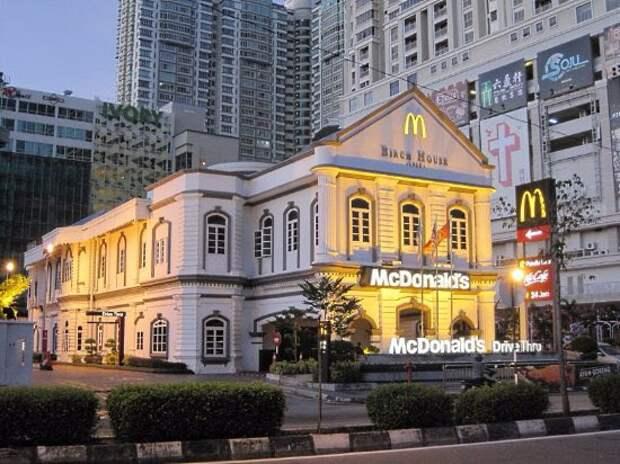 12 фото самых необычных зданий McDonald's всего мира