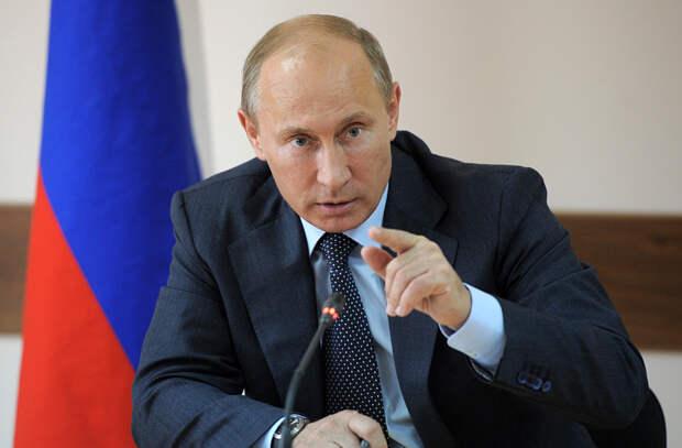 Путин уволил четверых чиновников из Кремля и министерств
