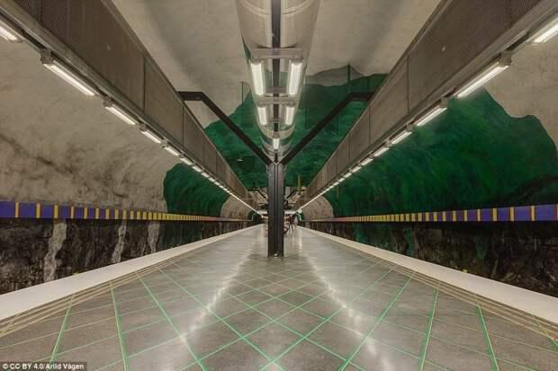 Станция Huvudsta галерея, метро, метрополитен, метрополитены мира, подземка, стокгольм, художественная выставка, швеция