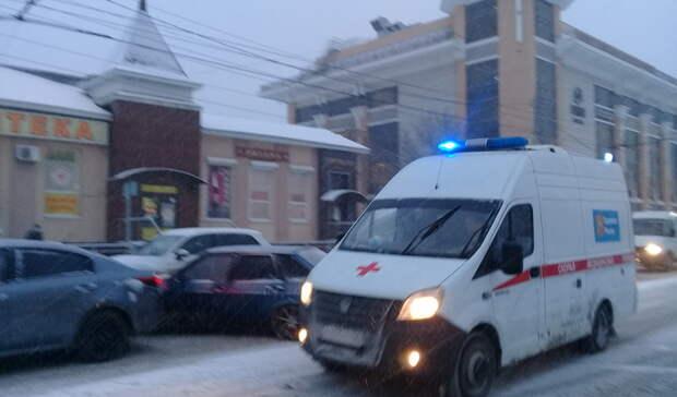 В больнице Оренбурга борются за жизнь девочки, выпавшей с 9 этажа