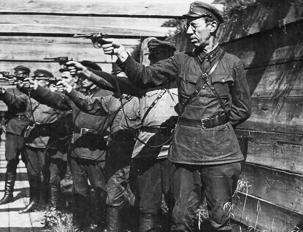 Напомним сталинистам должности казненных советских полководцев