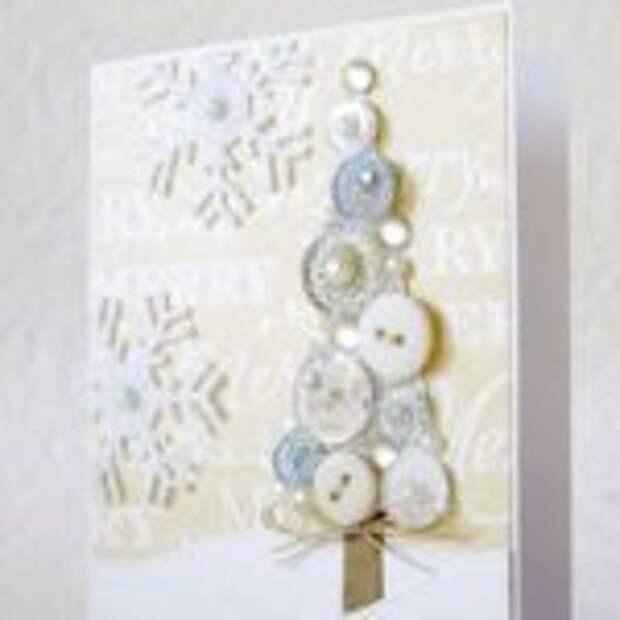 Милая новогодняя елочка, сделанная из светлых пуговиц