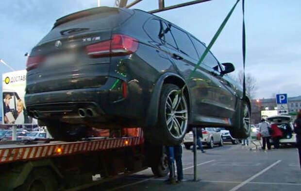 Пьяные мажоры на BMW устроили стрельбу на парковке торгового центра