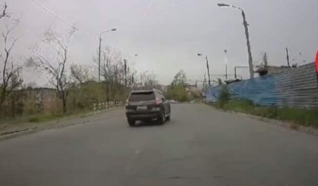 Кпарню своему торопился? Богач наPrado возмутил жителей Владивостока