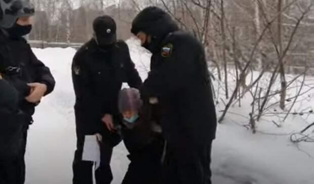 Ижевчанку, пришедшую в суд на слушание, задержали судебные приставы