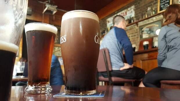 Британцев призвали пить больше пива и спасти пабы