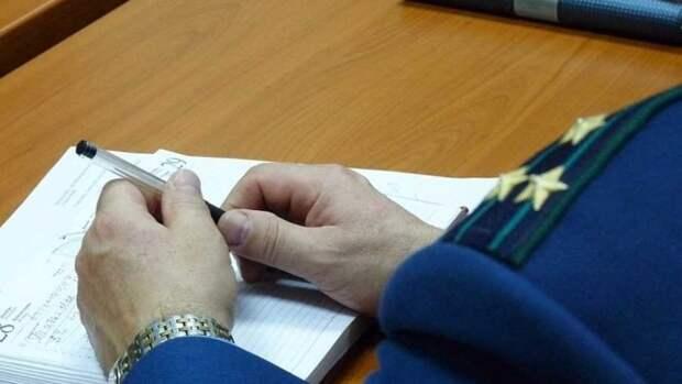 Прокуратура изучает ролик с избиением белух в Приморье
