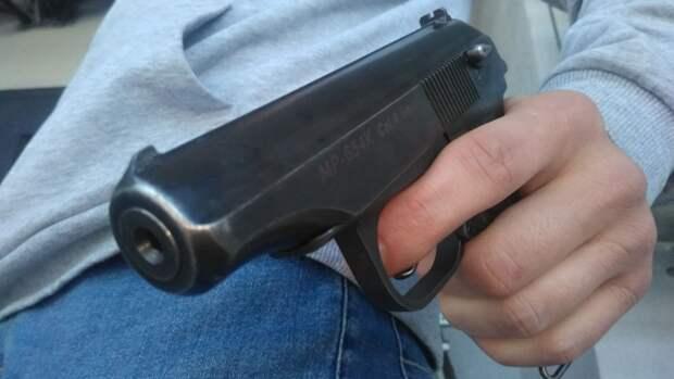 Рассерженный муж открыл стрельбу по ухажеру своей жены во Владикавказе