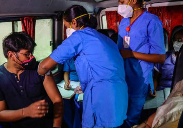 Третья волна коронавируса в России может быть индийской