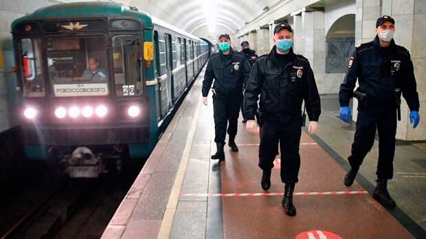 О штрафах за отсутствие перчаток в метро, автобусах и трамваях напомнили в Москве