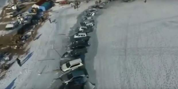 Порыбачили: под лед во Владивостоке ушло 30 авто